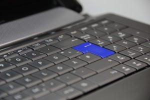 キーピッチの狭いキーボード